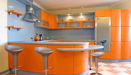 Глянцевый натяжной потолок на кухню 8,75 кв.м