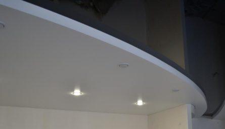 Многоуровневые натяжные потолки из пвх или гипсокартона: что выбрать?